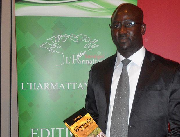 Kaly Niang présentant son livre